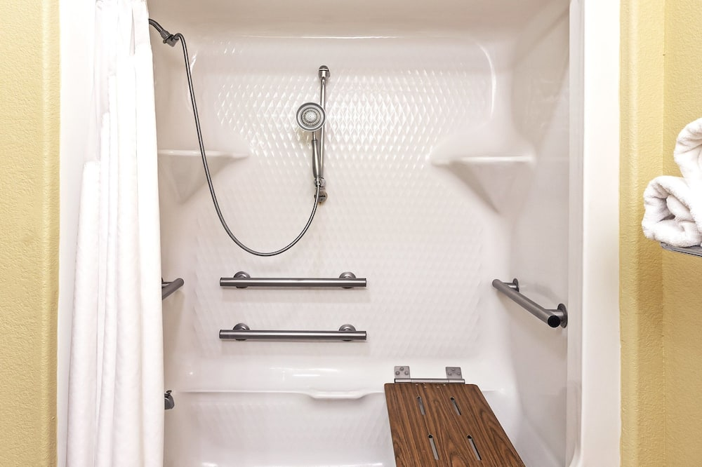 Suite, 1 King Bed, Accessible, Non Smoking (Wheelchair) - Bathroom