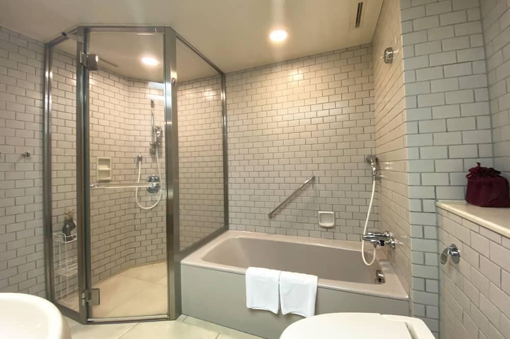 Liukso klasės dvivietis kambarys (2 viengulės lovos) (Twin Room A, Mt.Fuji & Enoshima View) - Vonios kambarys