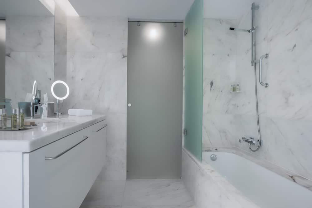 Deluxe Room, 1 King Bed (Plus) - Bathroom