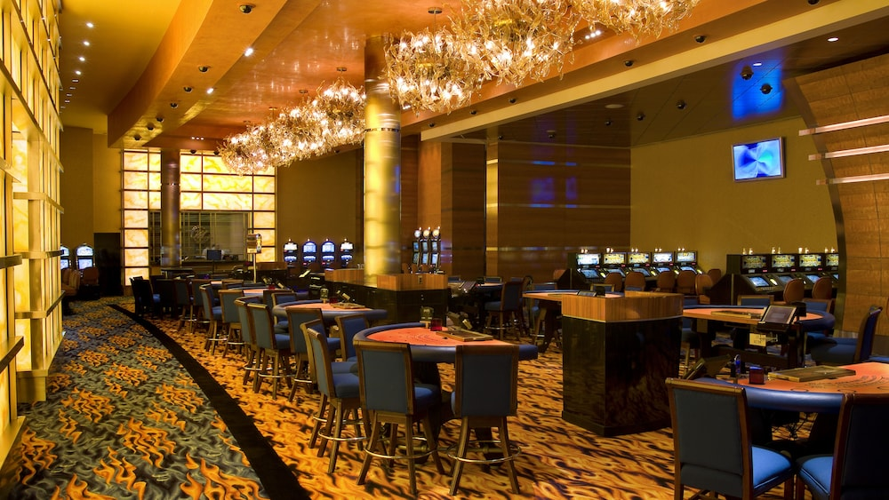 Book motorcity casino hotel in detroit for Hotels close to motor city casino