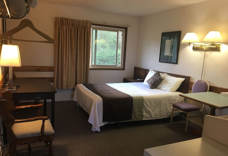 Fuller Lake Motel, Chemainus, Bedroom with Kitchenette, 1 Queen Bed - Free WiFi, Guest Room