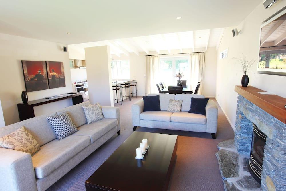Standard Apart Daire, 3 Yatak Odası - Oturma Alanı