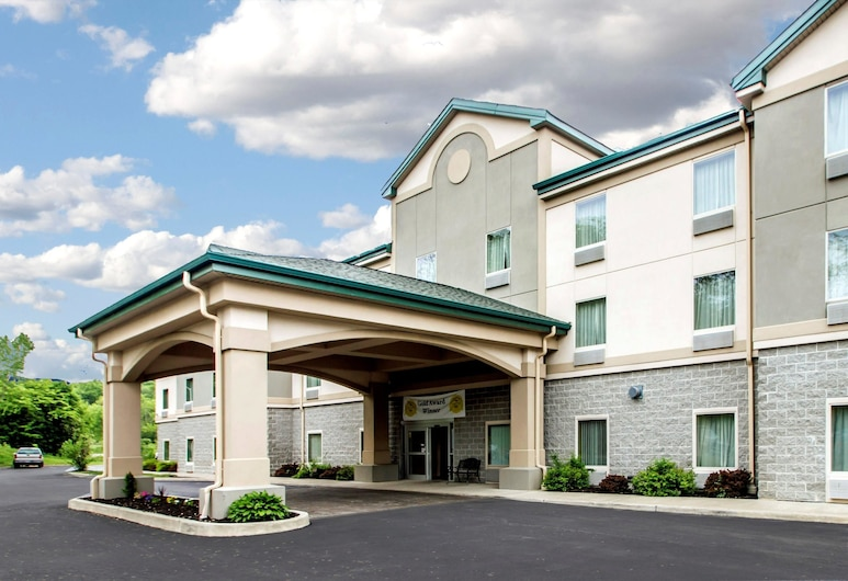 Quality Inn & Suites Fishkill South near I-84, Fishkill
