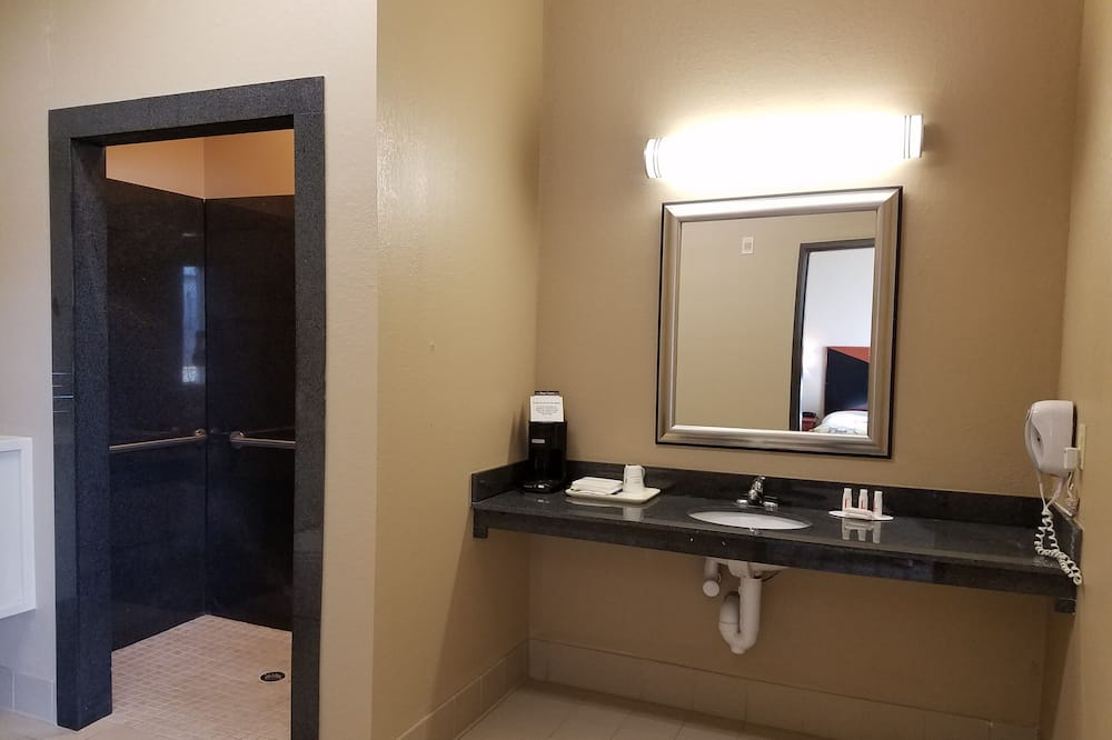 Suite, Accessible, Microwave - Bathroom