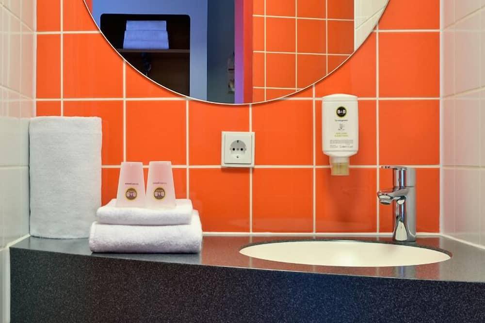 Quadruple Room - Bathroom Sink