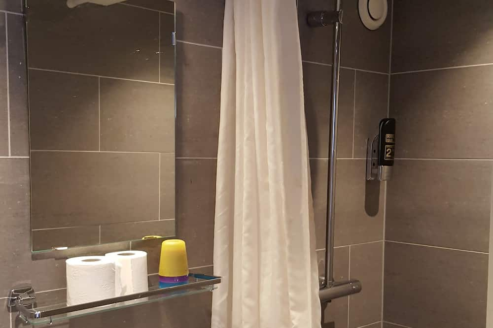 Standard Triple Room, 3 Single Beds - Bathroom