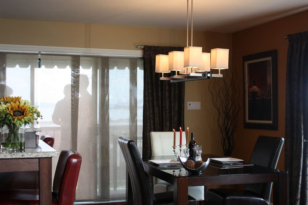 Presidential Suite, 2 Queen Beds, Kitchen, City View - In-Room Dining