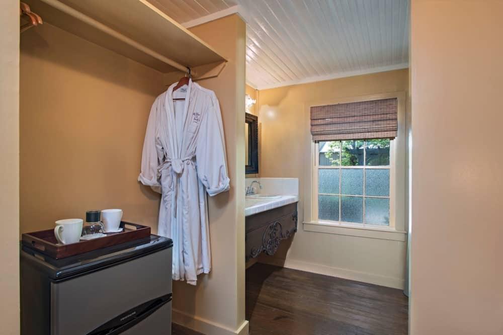 Standard Room (Ferguson Room) - Bathroom