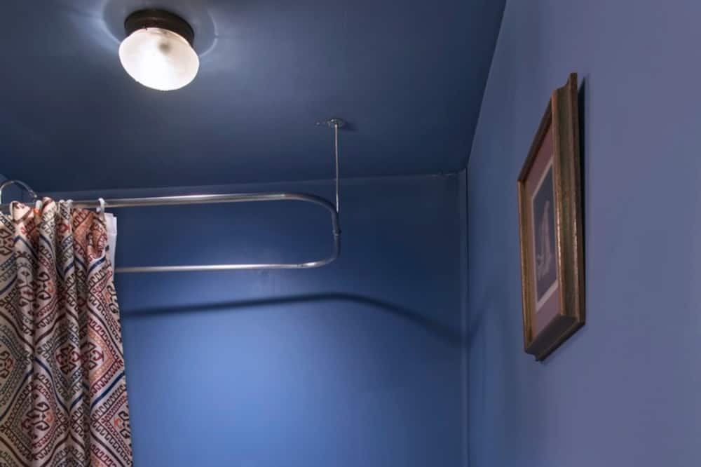 Standard Room (Tonkawa Room) - Bathroom