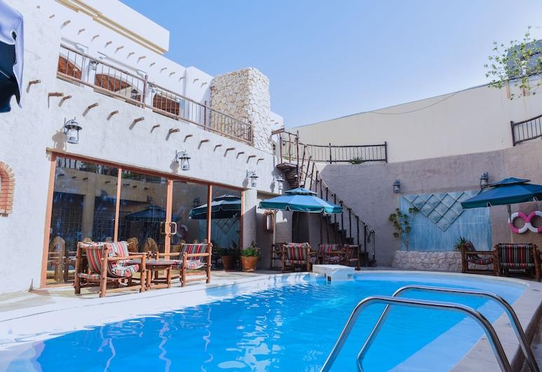 Al Liwan Suites, Doha, Außenpool