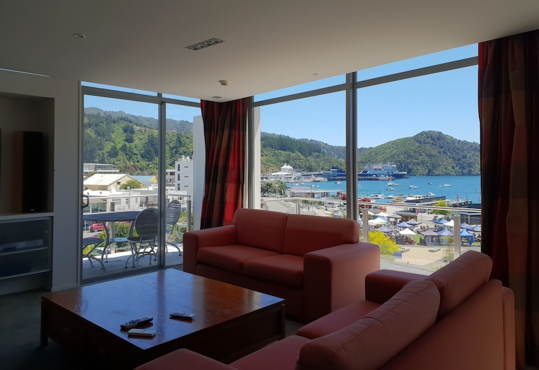 Picton Yacht Club Hotel, Picton, Penthouse Suite, Living Area