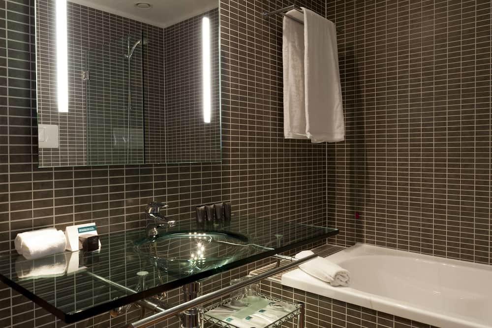 Standard Room, 1 King Bed (Free Parking) - Bathroom