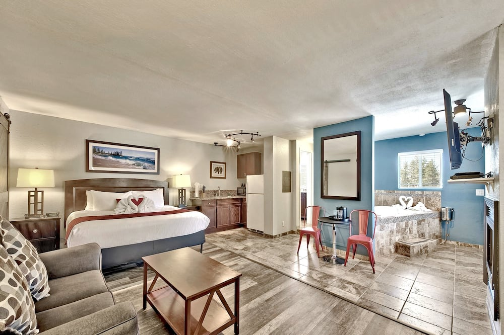 Honeymoon Suite, 1 King Bed, Jetted Tub (Fireplace) - Guest Room View