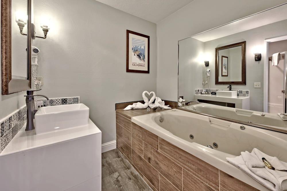 Standard Suite, 1 Bedroom, Jetted Tub - Bathroom