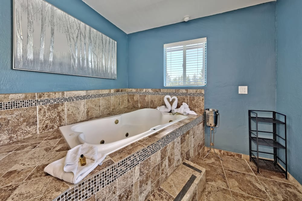 Honeymoon Suite, 1 King Bed, Jetted Tub (Fireplace) - Bathroom