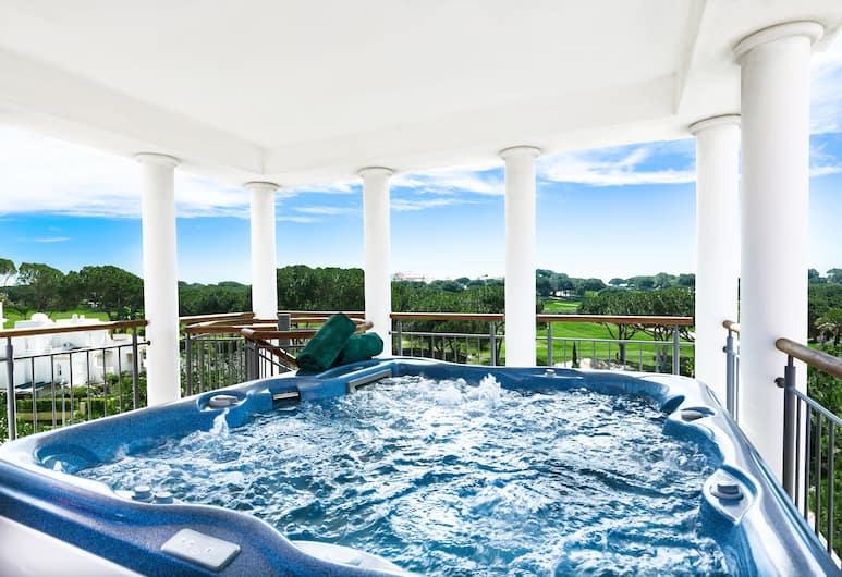 As Cascatas Golf Resort & Spa, Vilamoura, Luxe suite, 2 slaapkamers, bubbelbad, Terras