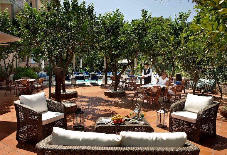 Hotel Regina Sorrento, Sorrento, Terrace/Patio