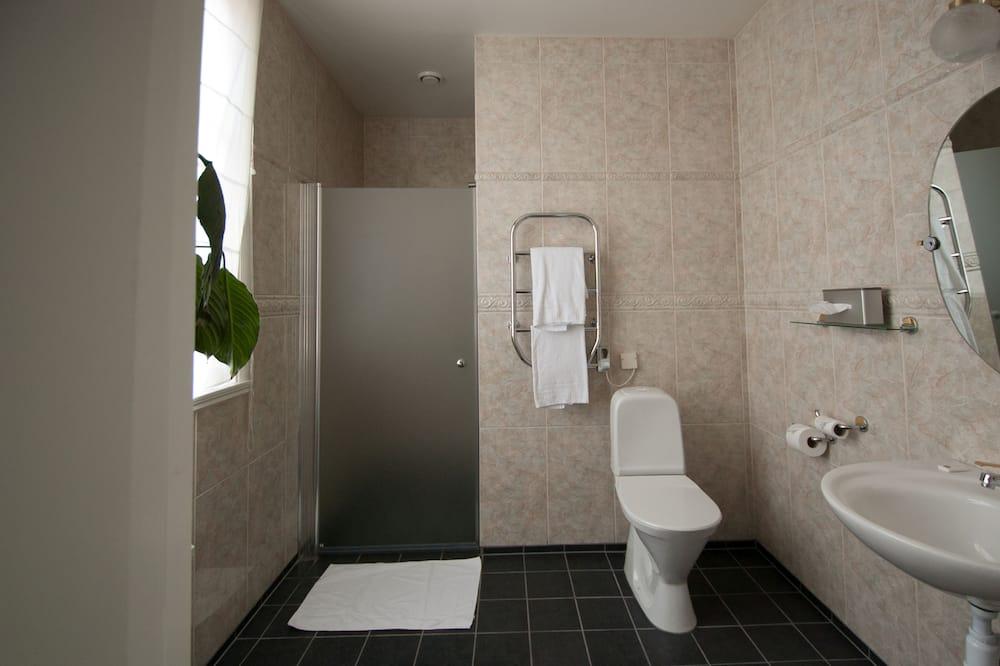 Junior Suite, 1 Queen Bed - Bathroom