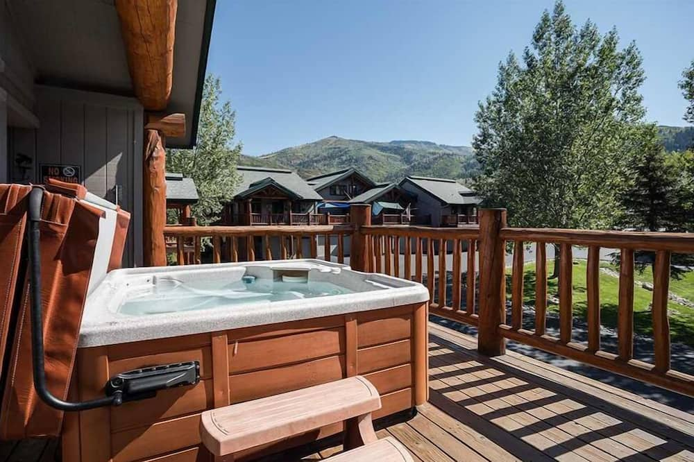 Townhome, Multiple Beds (Saddle Creek SC710) - Outdoor Spa Tub