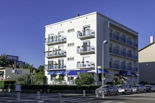 布魯之家飯店/