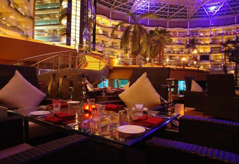 Sahara Star, Mumbai, Hotelový bar
