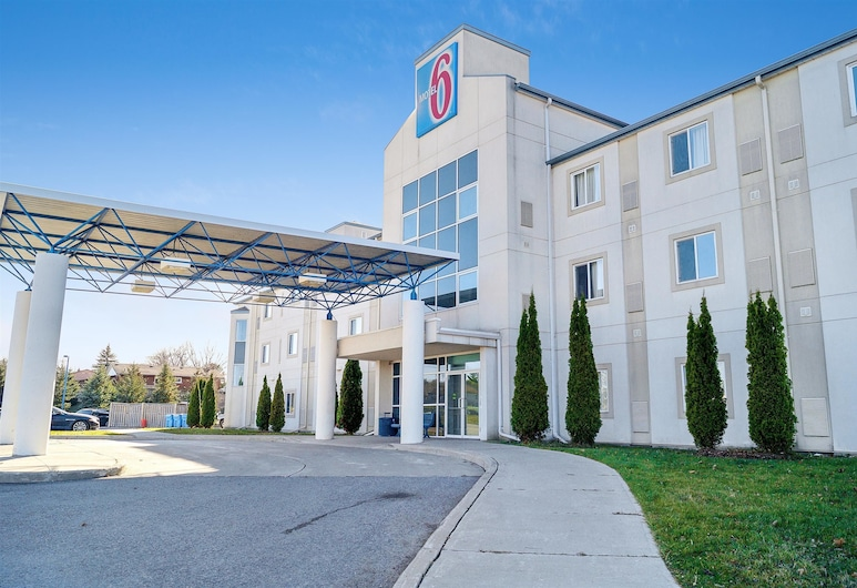 Motel 6 Peterborough, ON, Peterborough, Hotel Front