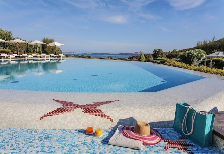 L'Ea Bianca Luxury Resort, Arzachena, Útilaug