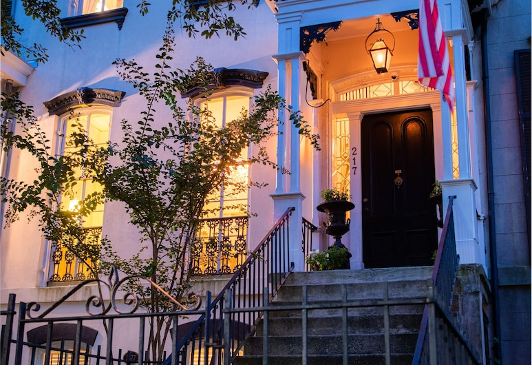 Justine Inn Savannah, Savannah, Hotel Front – Evening/Night