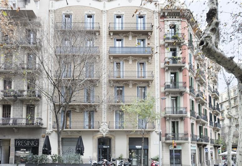 Uma Suites Metropolitan, Barselona, Otelin ön cephesi