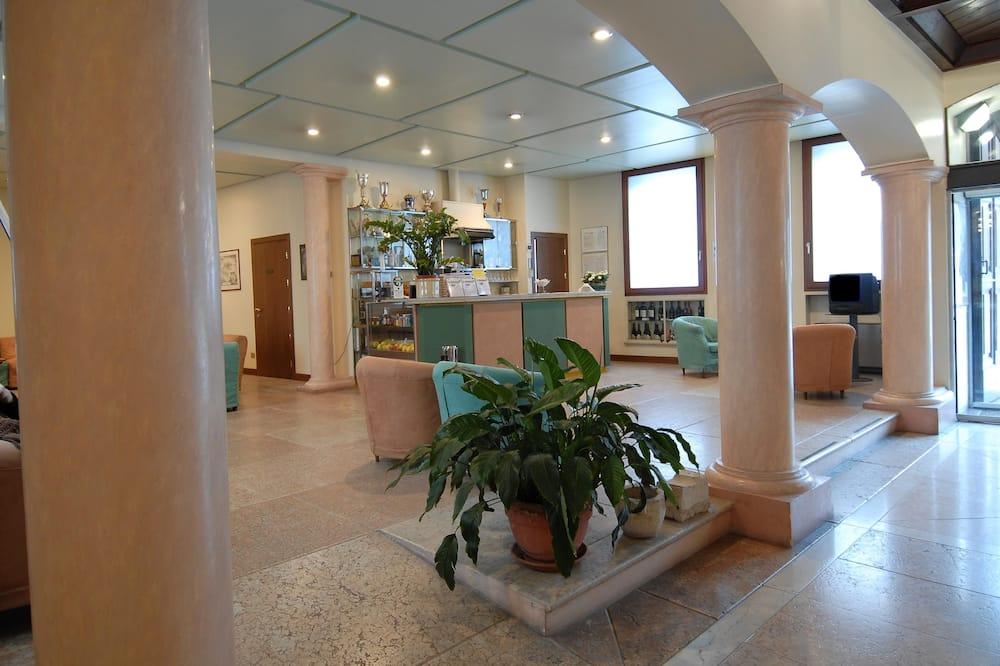 Лаунж в вестибюле