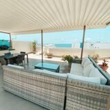2 Bedroom Stunning Ocean Vistas Rooftop - Terrace/Patio