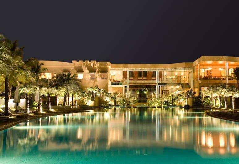 Waterstones Hotel, Mumbai, Infinity Pool