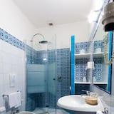 Standardværelse med dobbeltseng eller 2 enkeltsenge - balkon - Badeværelse