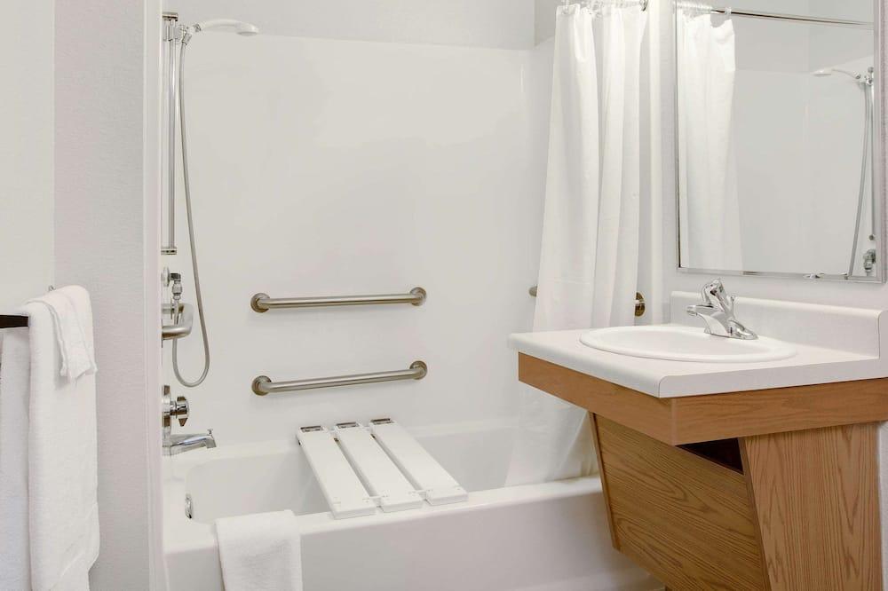Zimmer, 1 Doppelbett, barrierefrei, Nichtraucher - Badezimmer