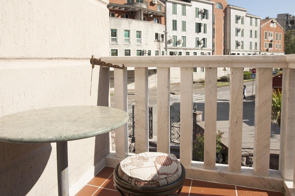 Standard Twin Room, City View - Balcony
