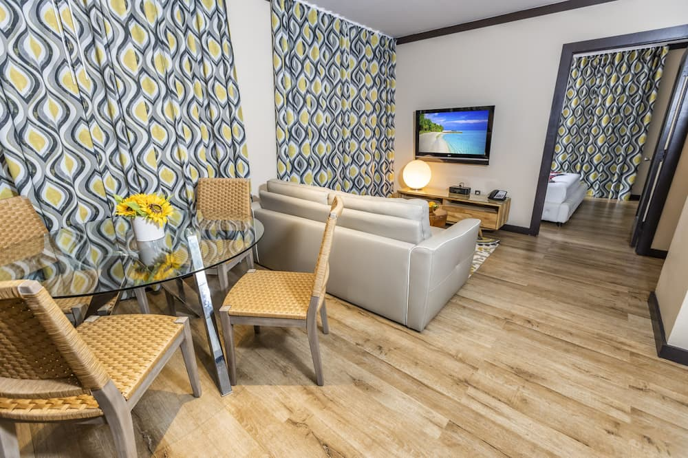 1 Bedroom with King Bed and 1 Double Sofa Bed - Living Area