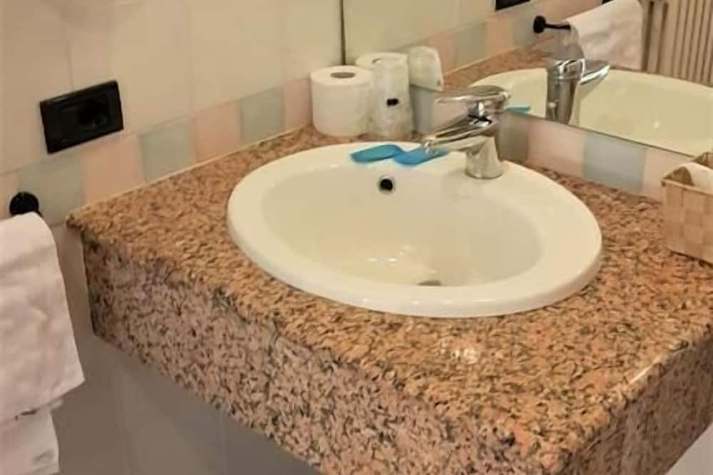 Standard Double Room Single Use - Bilik mandi