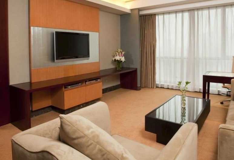 Holiday Inn Shanghai Pudong Nanpu, an IHG Hotel, Shanghai, Executive Suite, 1 King Bed, Non Smoking, Guest Room