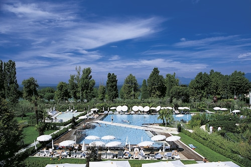Hotel Caesius Thermae Spa Resort Bardolino Info Photos Reviews Book At Hotels Com