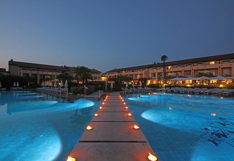 Hotel Caesius Thermae & Spa Resort, Bardolino, Facciata hotel (sera/notte)