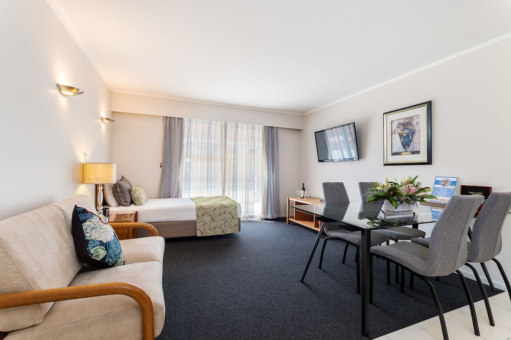 Deluxe Room, Multiple Beds, Non Smoking, Kitchenette - Living Area