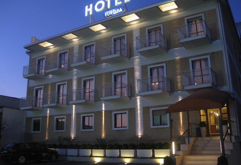 Hotel Europa, Arzano, Bagian Depan Hotel - Sore/Malam