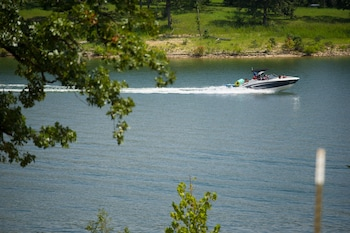 Picture of Branson Yacht Club in Branson