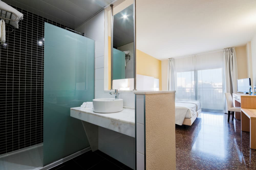 Kamar Double, teras - Kamar mandi