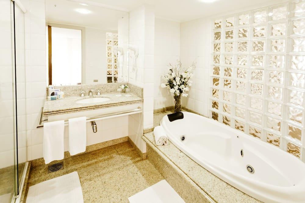 Premium Suite, 1 Queen Bed - Bathroom