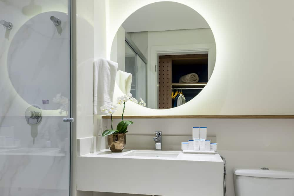 Twin Room, 2 Single Beds, Refrigerator - Bathroom