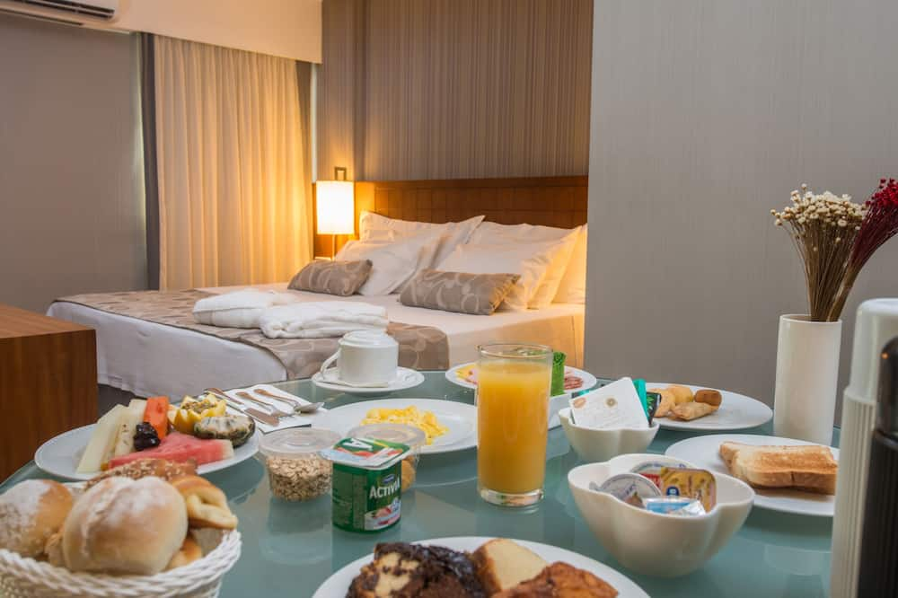 Suite Junior Double Room - Bespisning på rommet