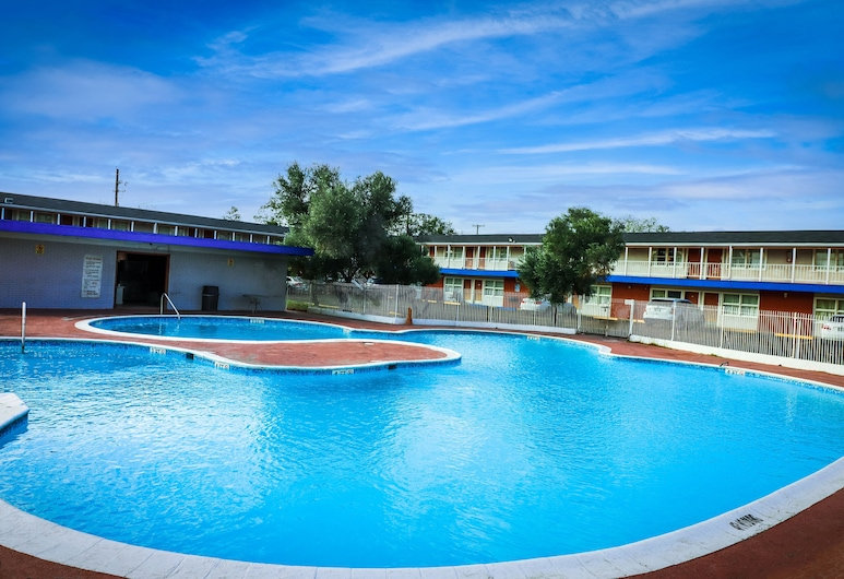 La Hacienda Hotel, Laredo