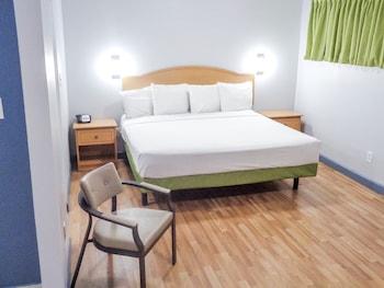 奥德薩敖德薩家鄉開放式客房紅屋頂酒店的圖片
