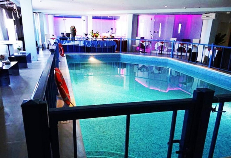 Phoenicia Tower Hotel, Manama, Indoor/Outdoor Pool